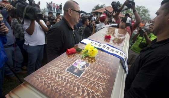 Enterro da Miss Honduras, encontrada morta na quarta-feira passada.
