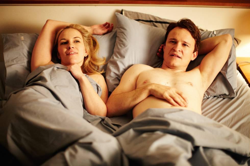Segundo um estudo feito por cientistas norte-americanos, o sexo matutino melhora a produtividade e as habilidades profissionais. Na foto, uma imagem do filme 'A Pequena Morte'.