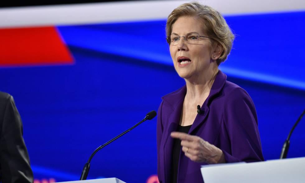 A senadora Elizabeth Warren, durante o debate.