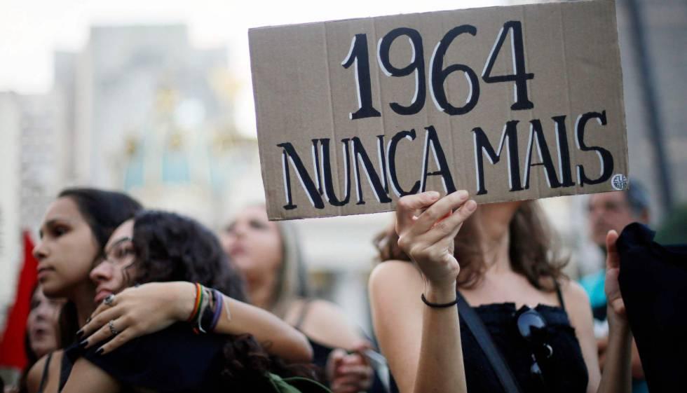 Manifestação contra o golpe de 1964, no dia 31 de março no Rio.