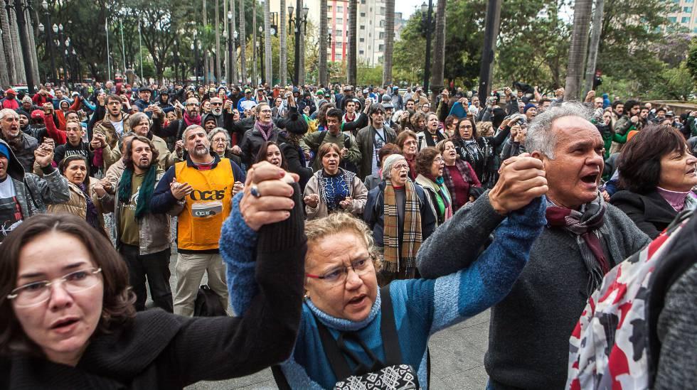 Ato diante da Catedral da Sé, em São Paulo, contra o assassinato do catador Ricardo Nascimento pela PM