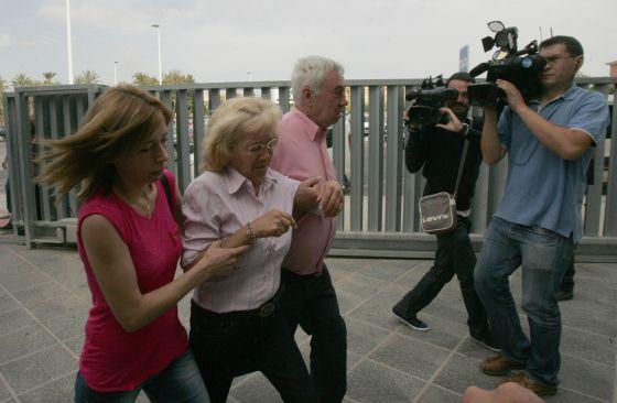 Mari Carmen Gacía na chegada ao tribunal de Elche.
