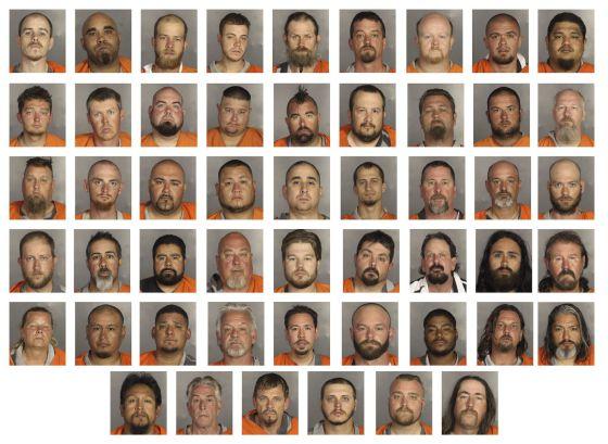 Fotos de alguns dos detidos pelo tiroteio entre gangues de motoqueiros.