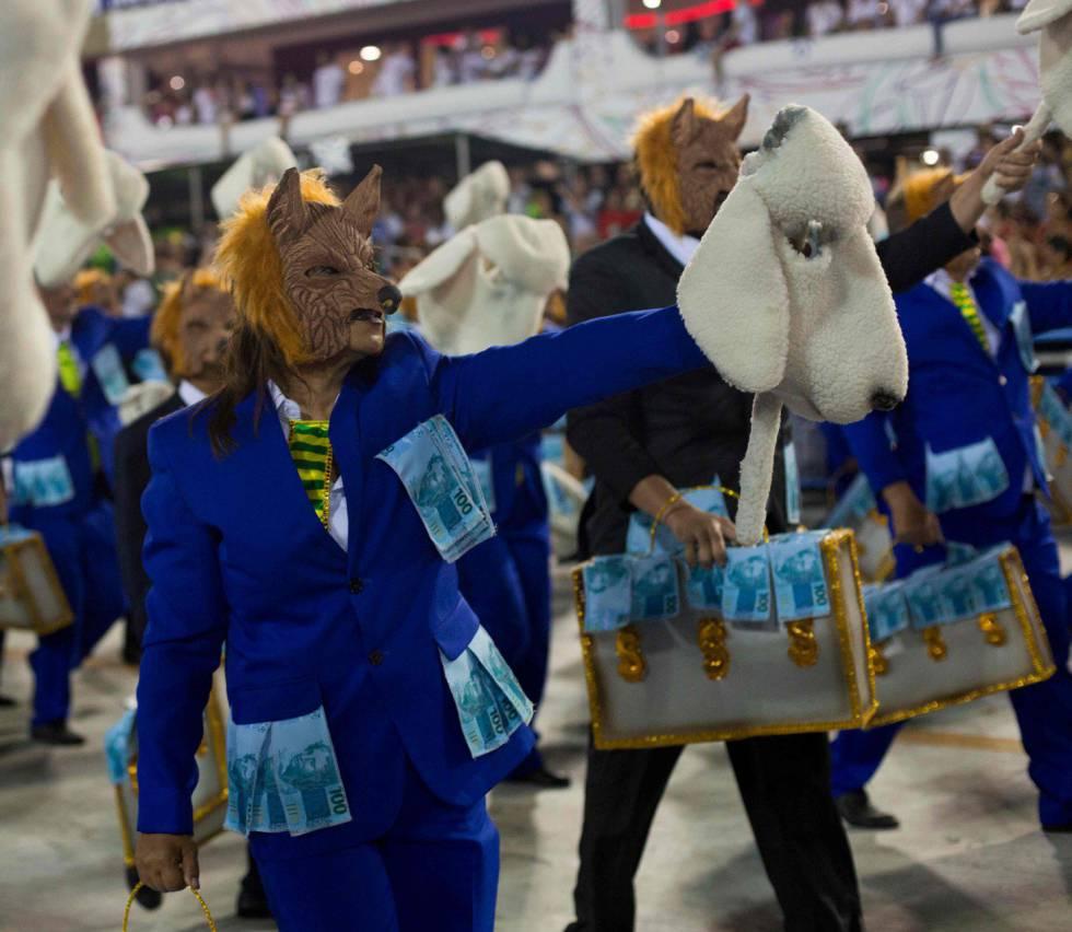 Lobo em pele de carneiro e as malas de dinheiros no desfile da Beija Flor.