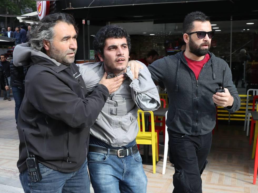 Ação da polícia durante protesto contra a prisão de acadêmicos em maio.