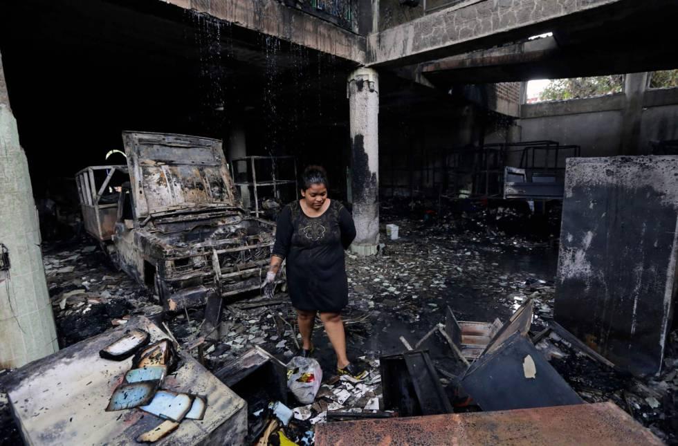 O interior da casa queimada em Managua.