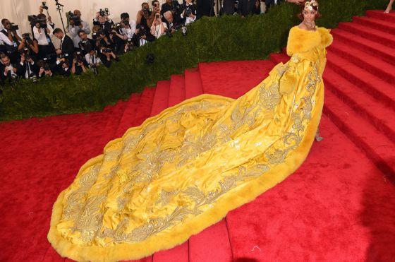 Rihanna chega à gala beneficente do MET em NY.