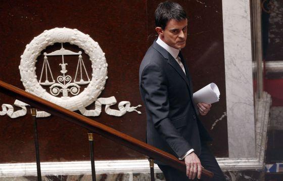 Manuel Valls discursa à Assembleia Nacional, nesta segunda-feira, em Paris.