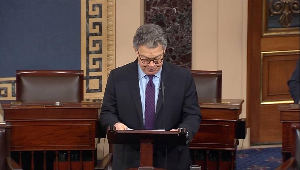 O senador Al Franken ao anunciar que irá renunciar.