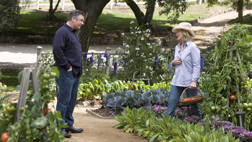 Meryl Streep e Alec Baldwin em cena do filme 'Simplesmente Complicado'.