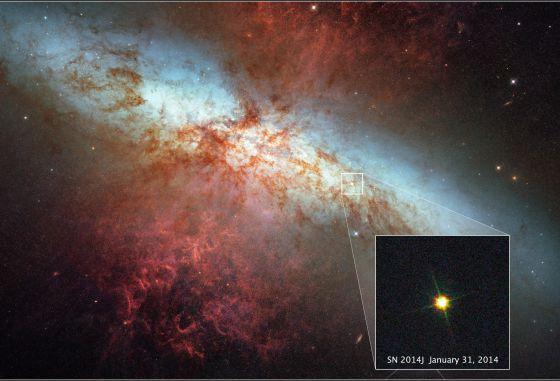 A supernova SN 2014J fotografada pelo telescópio 'Hubble' no último dia 31 de janeiro e ampliada sobre a imagem-mosaico da galáxia M82 captada pelo mesmo observatório espacial em 2006.