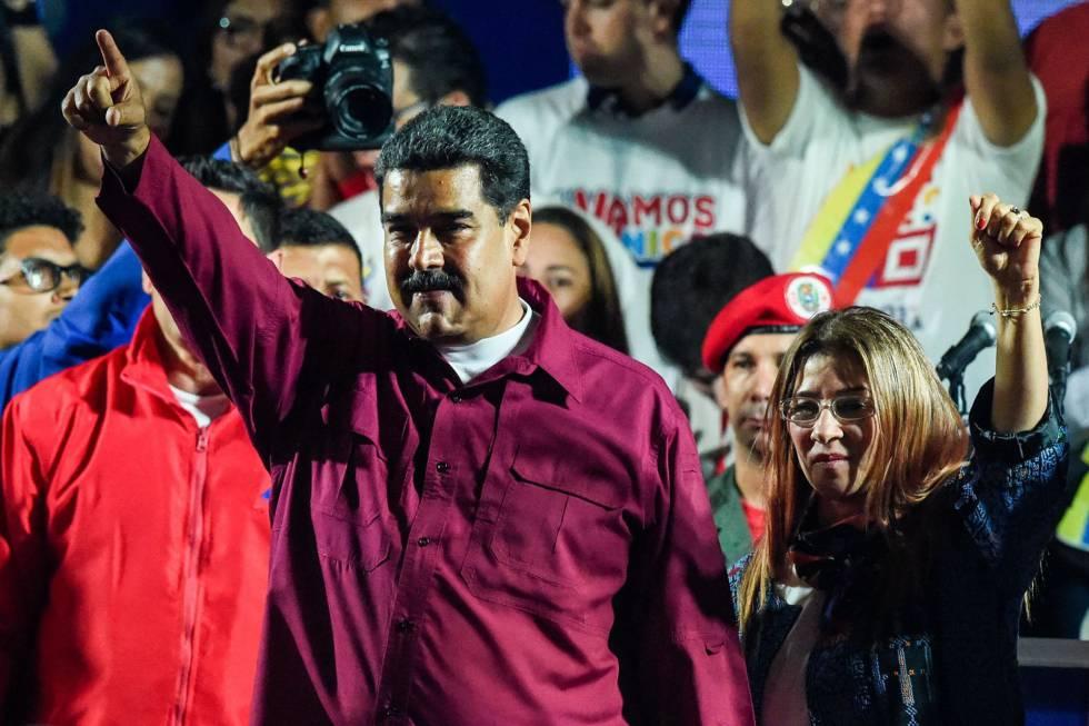 Presidente Nicolás Maduro celebra reeleição após anúncio do resultado.
