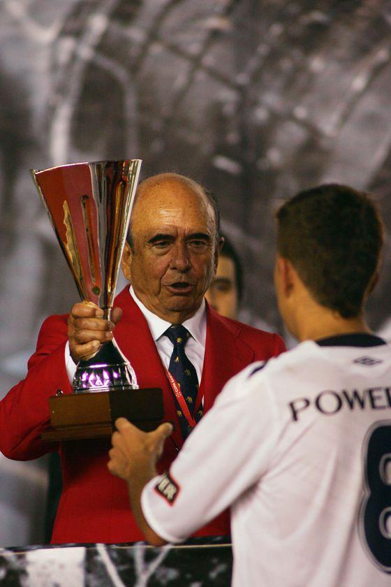 Botín com o troféu da Copa Santander Libertadores 2008.