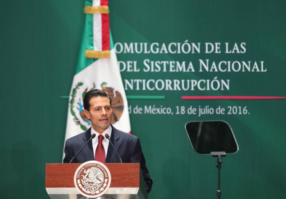 Enrique Peña Nieto durante a promulgação das leis anticorrupção.