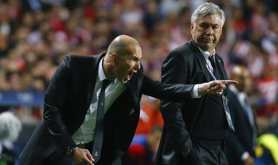Zidane dá instruções na final da Champions de 2014.