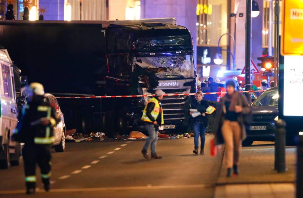 O caminhão que atropelou várias pessoas numa feira natalina de Berlim.