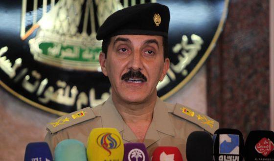 O general Qasem Ata, em coletiva de imprensa, neste sábado.