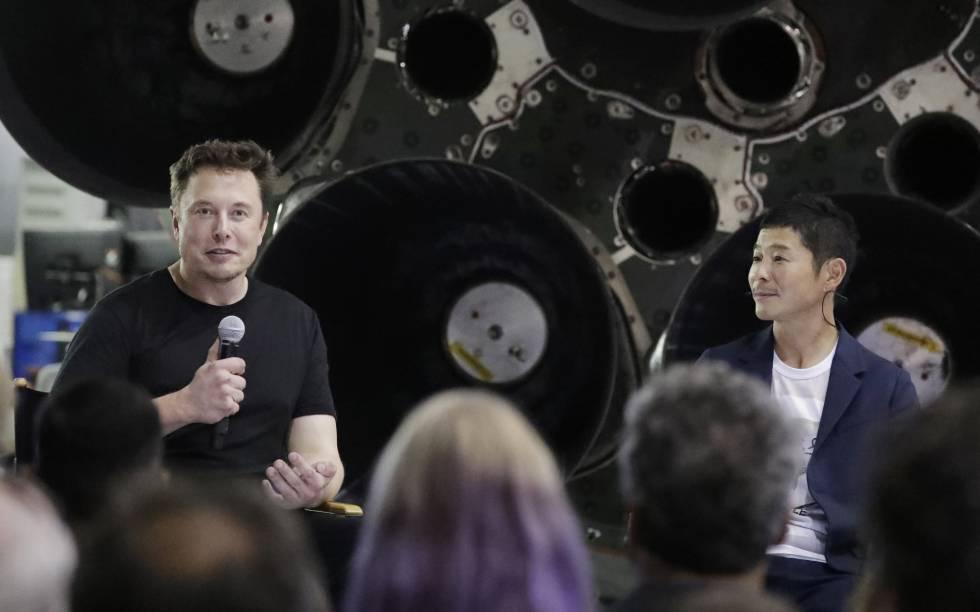 O fundador de SpaceX, Elon Musk, e o multimilionário japonês Yusaku Maezawa nesta segunda-feira.