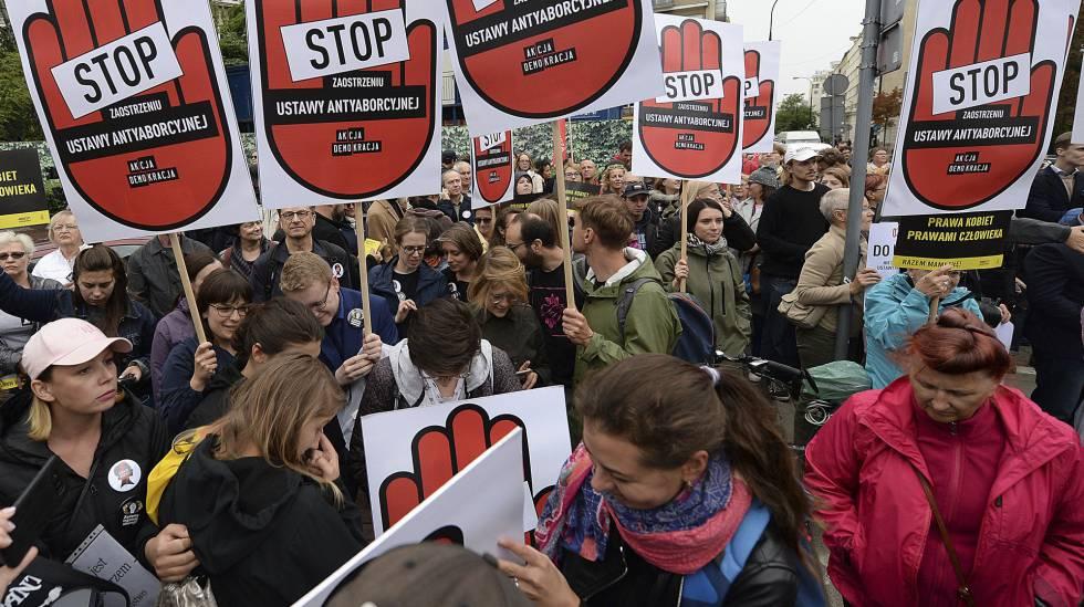 Manifestação contra o endurecimento da lei do aborto na Polônia, na segunda-feira passada, em Varsóvia.