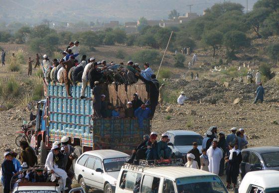 Paquistaneses na região de Waziristán, neste domingo.