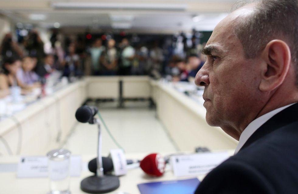 O ministro Castro durante coletiva, em Brasília.