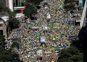Protestos deste domingo também são contra o  Centrão  e a favor da reforma da Previdência. Atos causam divergência entre a direita e presença de Bolsonaro é incerta. Siga as últimas notícias dos protestos pró-Bolsonaro ao vivo