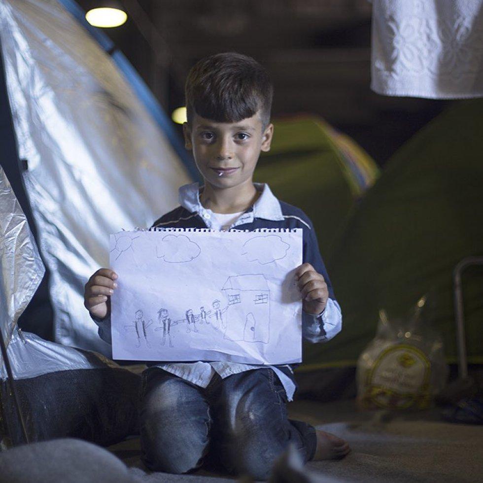 """Youssef Souqi, 9, da Síria. """"Meu irmão está sozinho na Alemanha. Meu maior sonho é nós todos juntos de novo, dentro da nossa casa. Não importa onde"""". André Naddeo"""