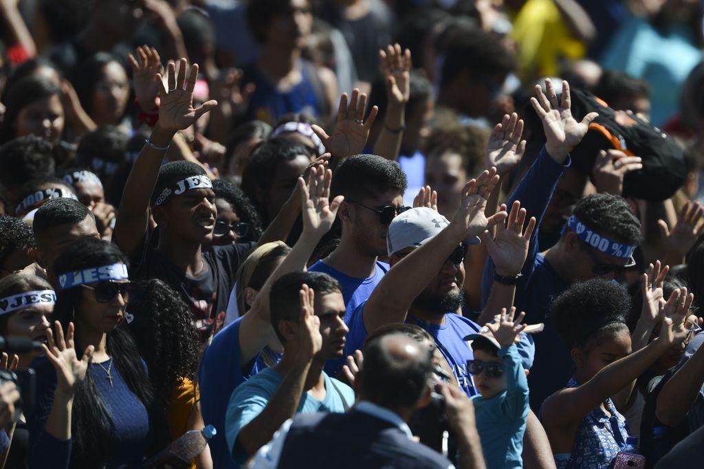 Fiéis participam da Marcha para Jesus em Brasília, em agosto deste ano.