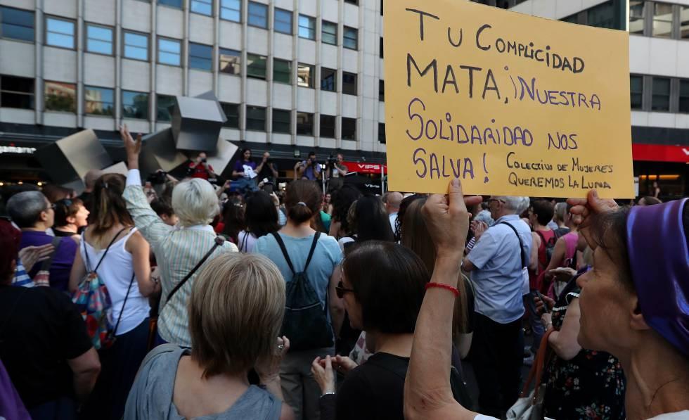 Concentração em Madri pela mulher que se suicidou neste mês de maio depois da difusão de seus vídeos íntimos.