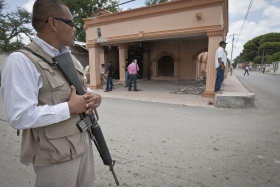 Edifício destruído pelos Los Zetas em Allende.