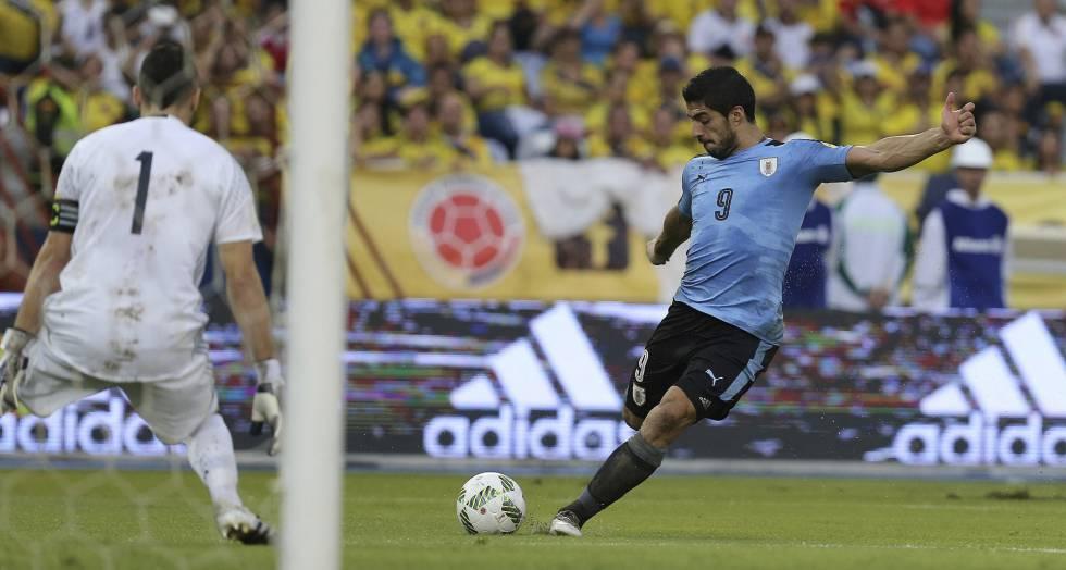 Suárez antes de fazer o gol contra a Colômbia.