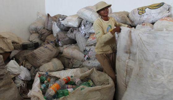 Moana Nunes, catadora de materiais recicláveis.
