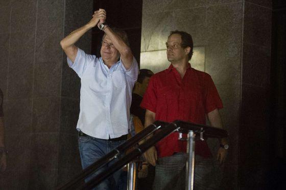 José Dirceu assumiu o papel de líder e já distribui tarefas aos outros companheiros de cela, condenados no caso Mensalão.