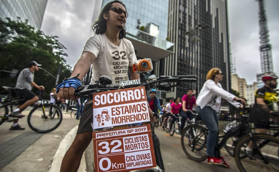Bicicletada contra violência no trânsito em São Paulo.