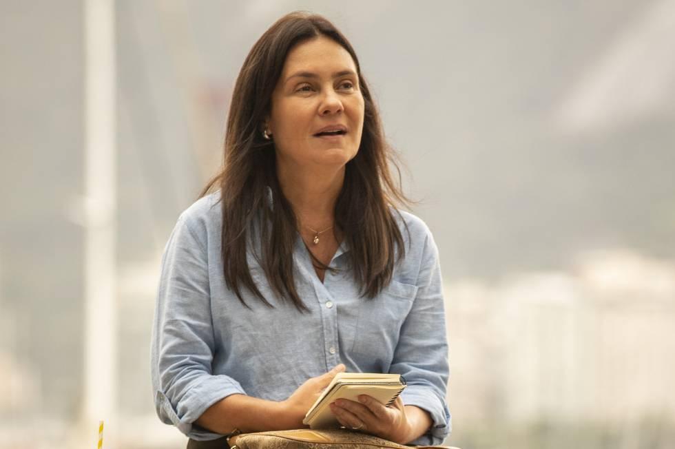 A atriz Adriana Esteves, caracterizada como Thelma, da novela 'Amor de Mãe'.