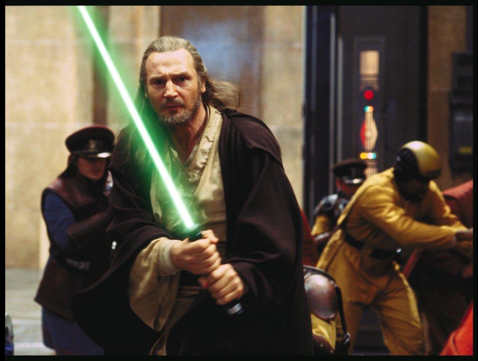 A trilogia que estreou duas décadas depois da original (1977), está ambientada 30 anos antes da história que serve de enredo para 'Guerra nas Estrelas'. Aqui são mostradas a infância de Darth Vader, o passado de Obi-Wan Kenobi e o ressurgimento dos Sith. Na imagem, Qui-Gon Jinn, um Jedi interpretado por Liam Neeson, empunha seu sabre laser.