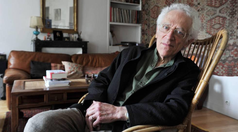 O filósofo Tzvetan Todorov, em sua casa em Paris.