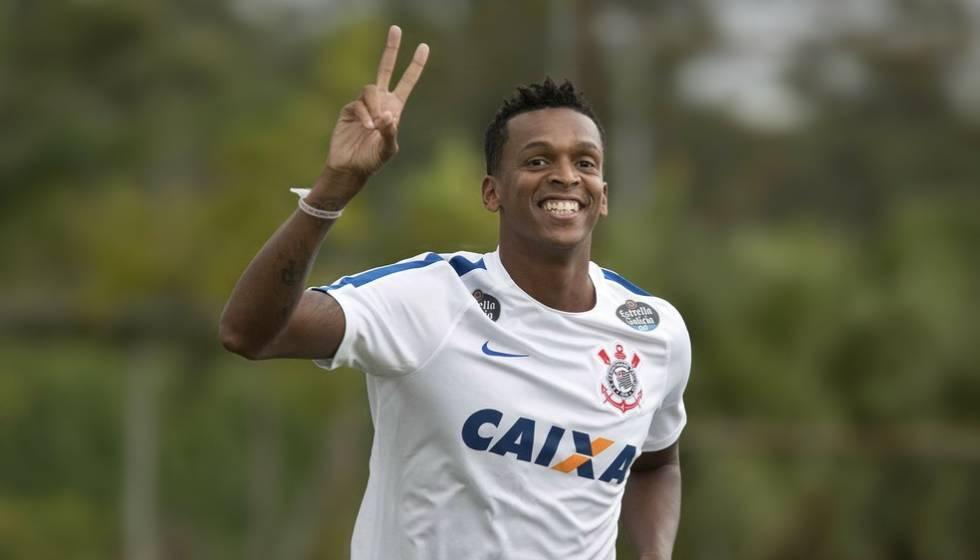Jô marcou gol com o braço neste domingo pelo Corinthians.