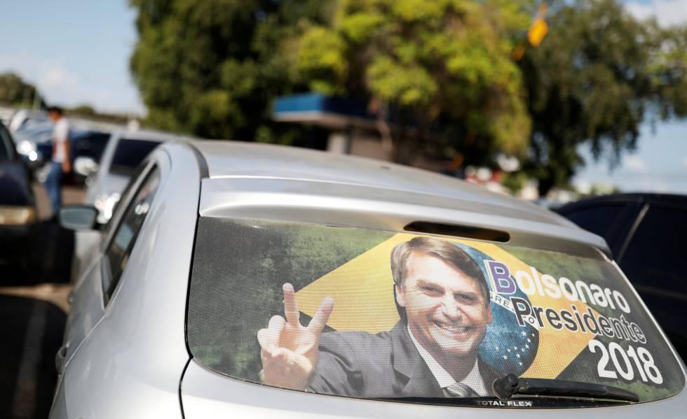 Propaganda para Jair Bolsonaro em carro de Boa Vista, Roraima. O deputado lidera as pesquisas de intenção de voto sem Lula.