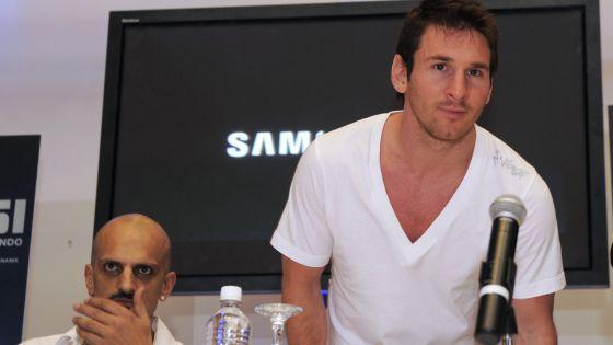 Messi e a Guillermo Marín, em julho de 2013 no Panamá.