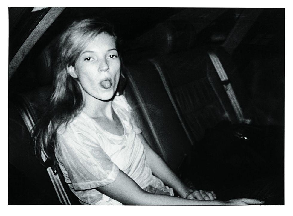 Na imagem, Kate Moss na Fashion Week, em Paris, 1992.