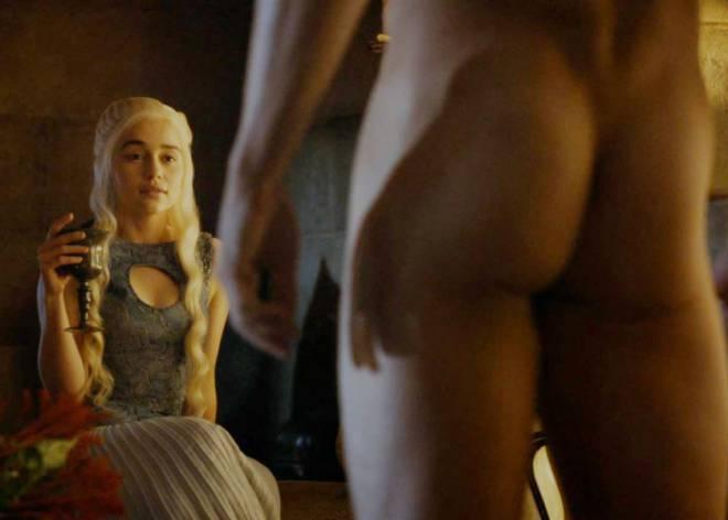 Daenerys em uma cena de Game of Thrones. O empoderamento feminino era isso?