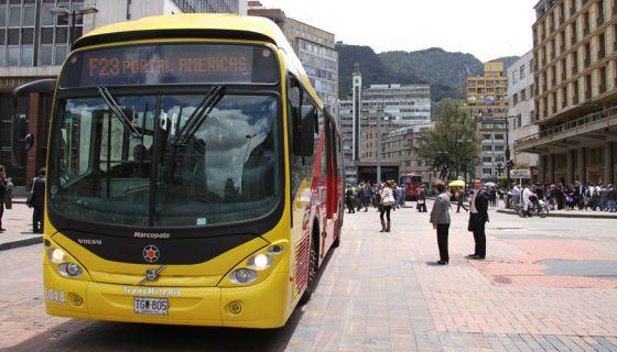 Um ônibus Transmilenio de Bogotá, Colômbia.