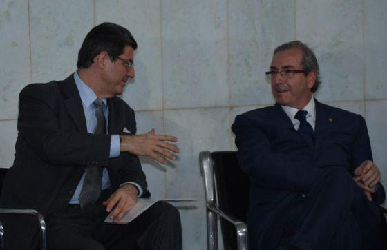 O ministro da Fazenda, Joaquim Levy, e o presidente da Câmara, Eduardo Cunha.