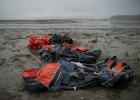 O serviço de resgate difunde imagens inéditas de momentos após o naufrágio, no qual morreram cerca de 300 pessoas