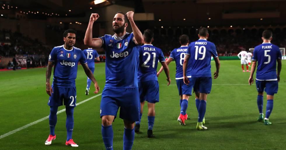 Higuain marcou os dois gols da vitória da Juve.