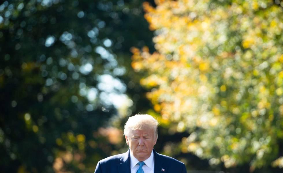 O presidente Trump nos jardins da Casa Branca.