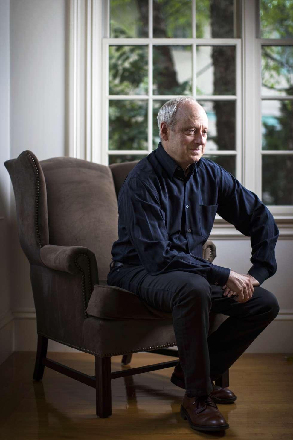 Michael J. Sandel, em sua casa de Brookline ( Massachusetts, EUA).