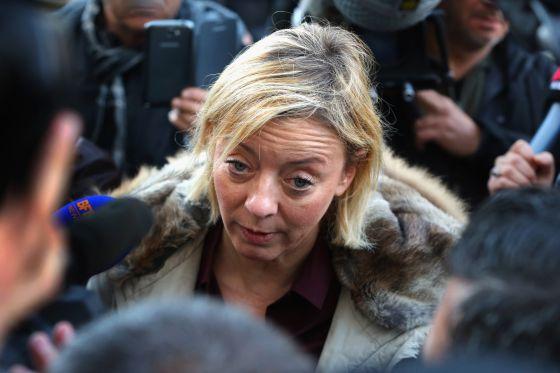 Sabine Kehm, atendendo a imprensa.