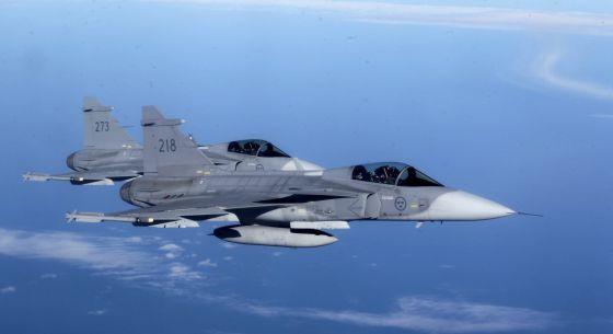 Caça sueco, em manobra da OTAN.